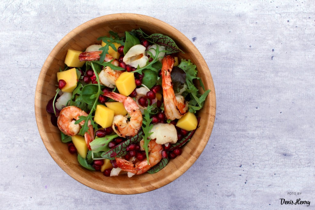 Krevetový salát s mangem a liči